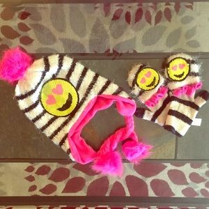 EUC Justice super soft emoji hat and gloves set
